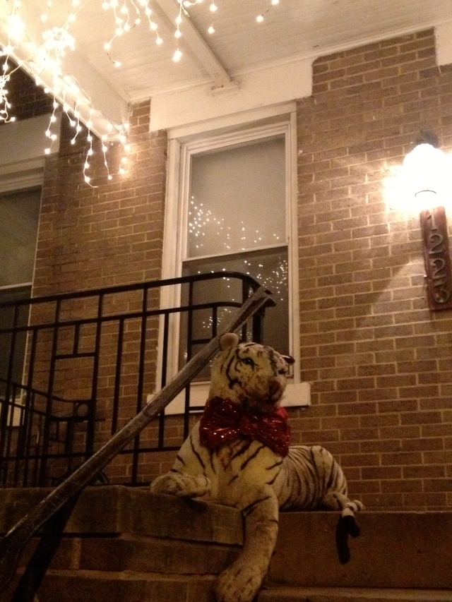TRY TO TELL ME THAT'S NOT THE MOST RIDICULOUS CHRISTMAS DECORATION YOU'VE EVER SEEN! (Unless, perhaps you've seen El Riconcito's inflated, glowing holy family, then we can talk.)